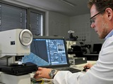 SGS analyst Markus Ridder at the Olympus DSX500: When a specimen is placed beneath the microscope th